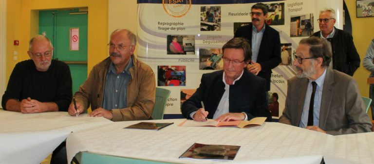 signature-dune-convention-pour-linstallation-dun-rucher-et-dactions-de-sensibilisations